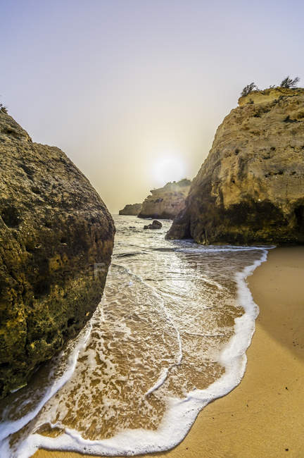 Portogallo, Algarve, Costa Roky vicino a Portici la sera — Foto stock