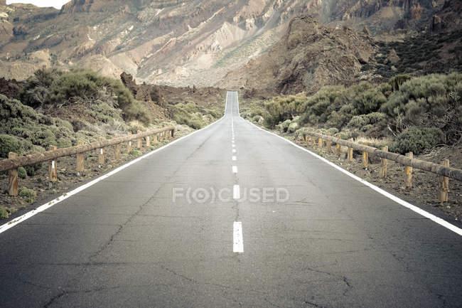 Spagna, Isole Canarie, Tenerife, Parco Nazionale del Teide, strada vuota — Foto stock