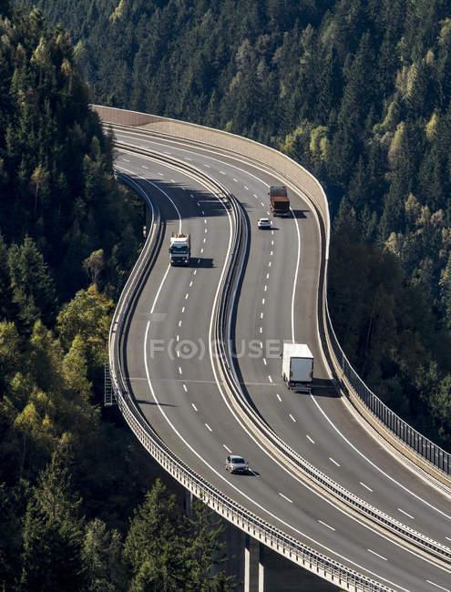 Austria, Salzburg State. Aerial view of traffic on Tauern autobahn — Stock Photo