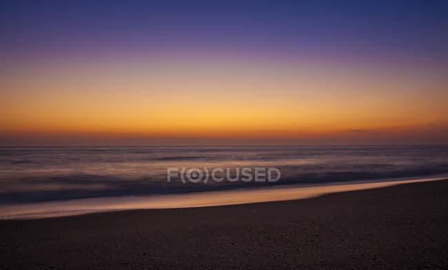 Namibie, Swakopmund, vue sur l'océan Atlantique au coucher du soleil — Photo de stock