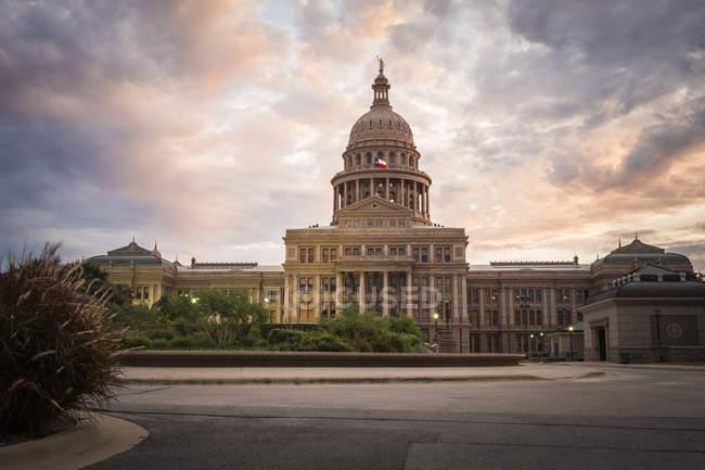 Проспект Конгресу США, Остін, штат Техас Капітолію, на вечір — стокове фото
