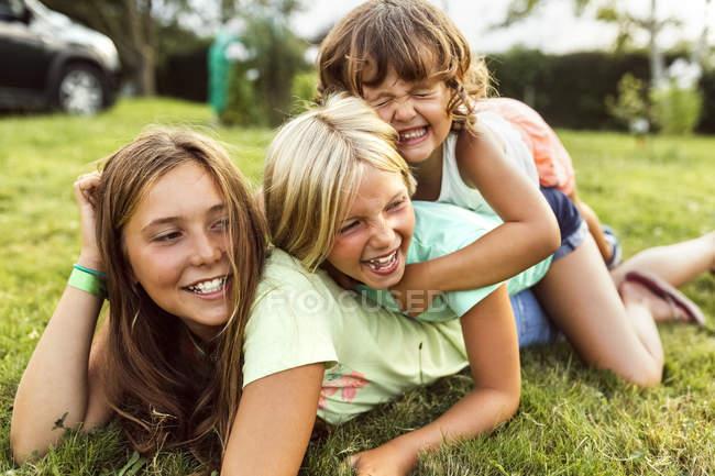 Three little girls having fun outdoors — Stock Photo