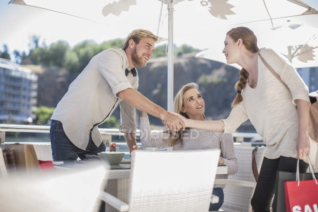 Friends meeting in outdoor cafe — Stock Photo