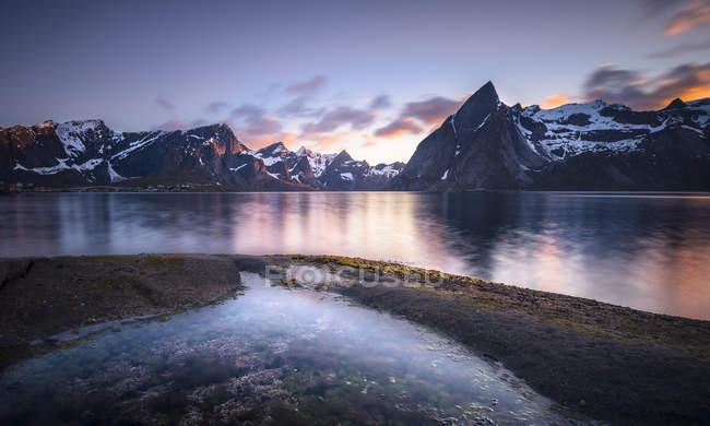 Norway, Lofoten, Reinebringen Fjord at sunset — Fotografia de Stock