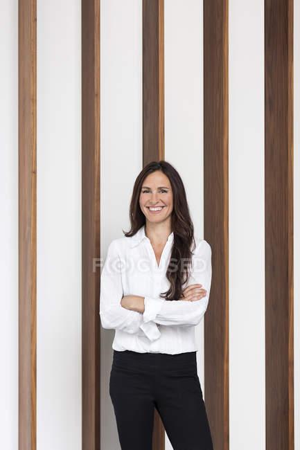 Retrato de empresária confiante — Fotografia de Stock