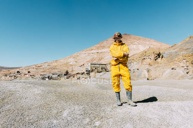Bolivia, Potosi, tourist wearing protective clothing ready to visit the Cerro Rico silver mine — Stock Photo