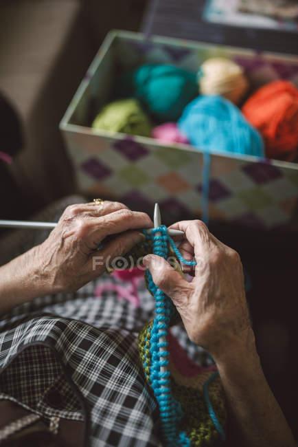 Hands of knitting senior woman, close-up — Stock Photo
