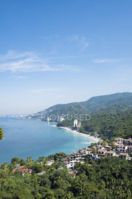 Мексика, Халіско, видом на Playa Punta Negra і Пуерто-Вальярта — стокове фото