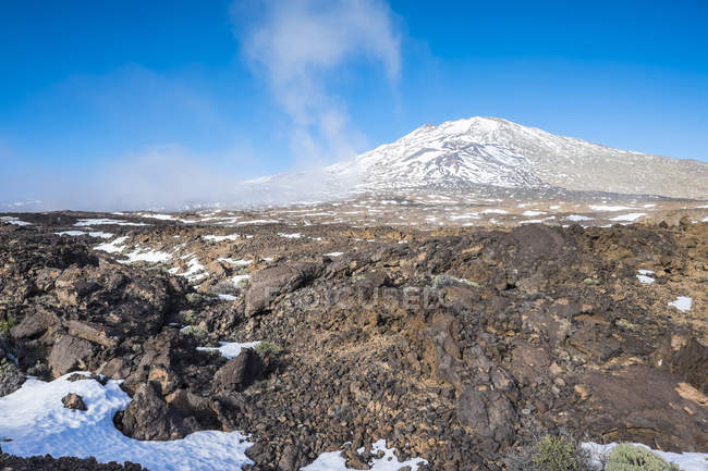 Spain, Canary Islands, Tenerife, Teide National Park, volcano with snow — Stock Photo