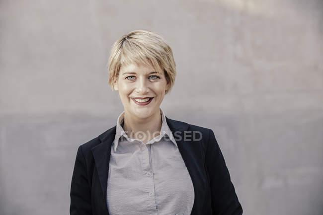 Portrait of happy blond businesswoman — Stock Photo