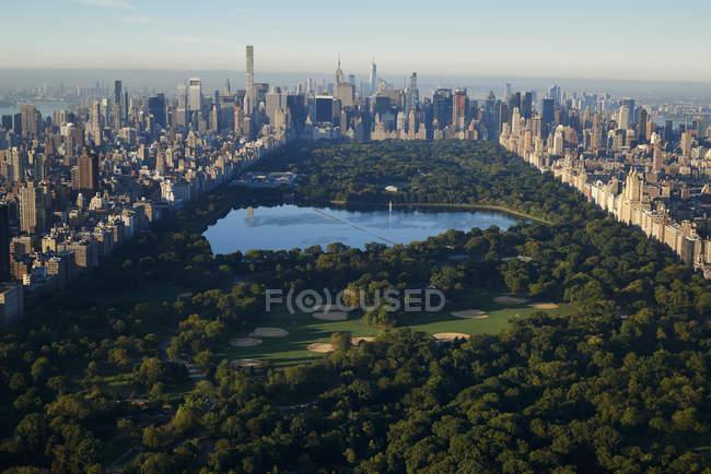 Estados Unidos, Nueva York, vista a Central Park desde arriba - foto de stock