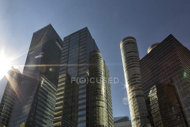 Франції, Париж, сучасні Офісні будівлі, La Defense проти сонця — стокове фото