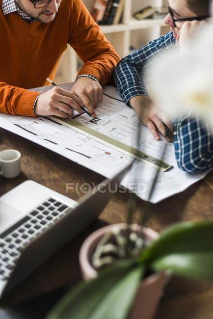 Cropped image of two colleagues discussing plan in office — Stock Photo