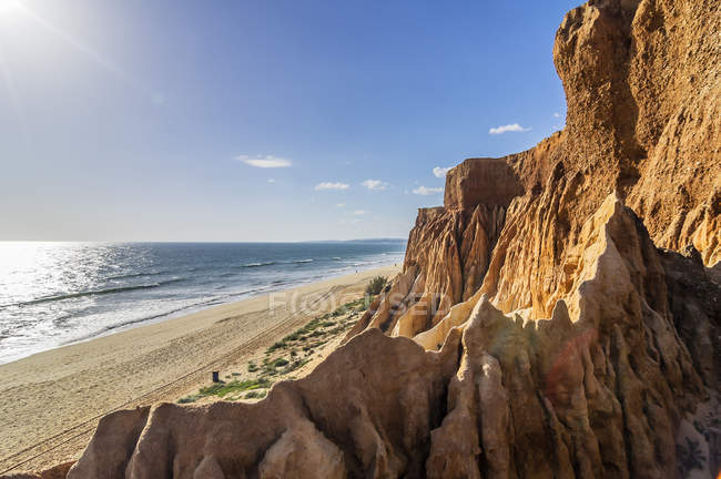 Portugal, Algarve, Vilamoura, Seascape with cliff coast and sandy beach of Falesia in sunlight — Stock Photo