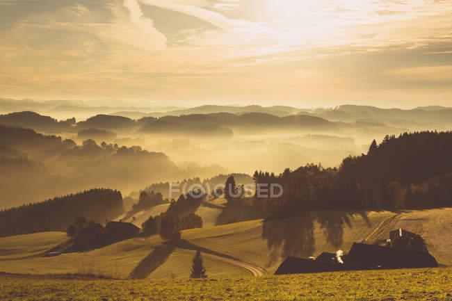 Áustria, Muhlviertel, Paisagem outonal ao nascer do sol — Fotografia de Stock