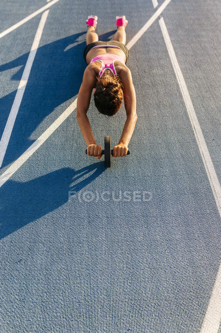 Elevated view of sportswoman training in an athletics stadium — Stock Photo