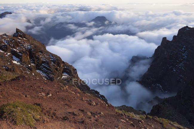 Spanien, Kanarische Inseln, La Palma, Blick über die Caldera de Taburiente aus dem Roque de Los Muchachos bei Sonnenaufgang — Stockfoto