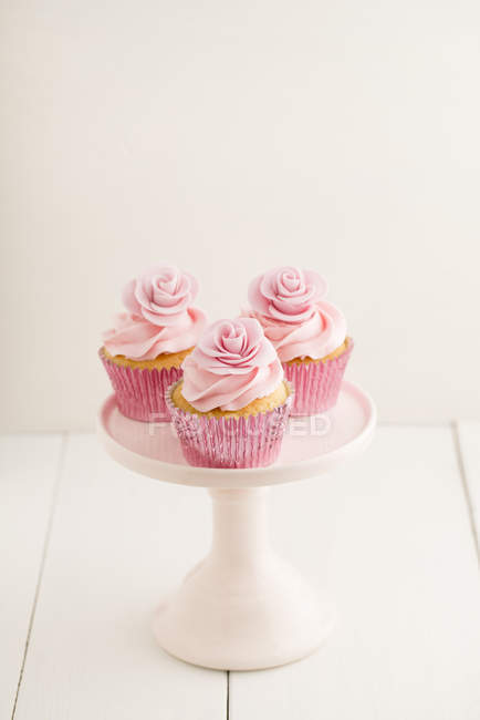 Pink cupcakes on cake stand — Stock Photo