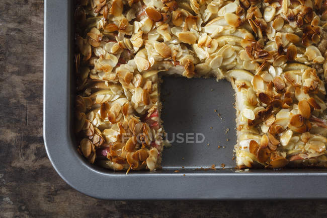 Baking tray of apple pie with sliced almonds — Stock Photo