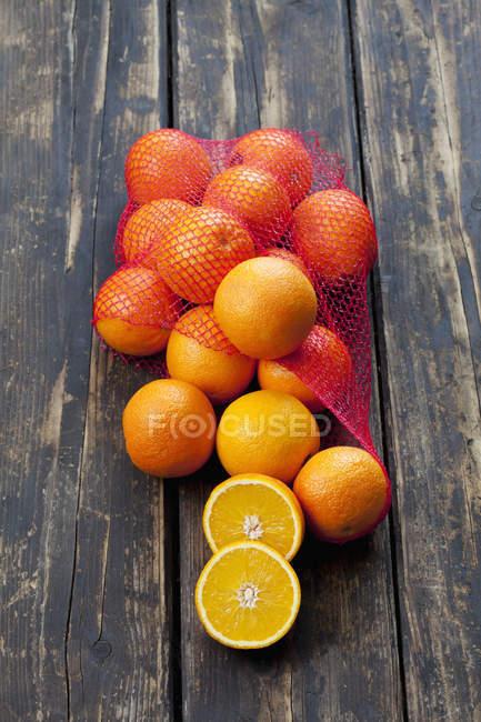 Red de naranjas frescas - foto de stock