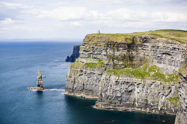 Ireland, Cliffs of Moher and scenic seascape view — Stock Photo