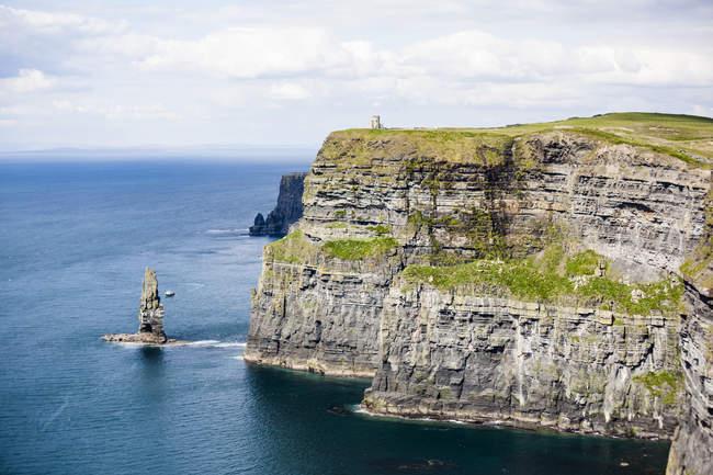 Ирландия, скалы Мохер и видом на живописный пейзаж — стоковое фото