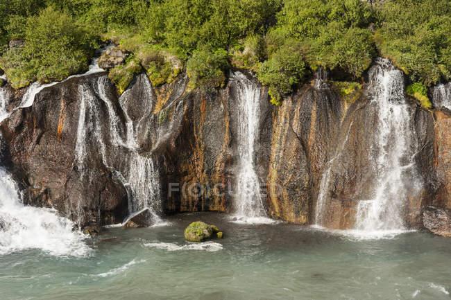 Исландия, течет водопад Храунфоссар — стоковое фото