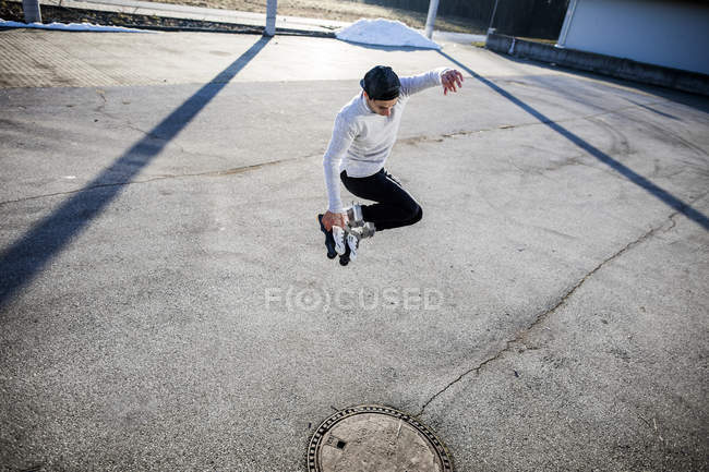 Man jumping with inline skates — Stock Photo