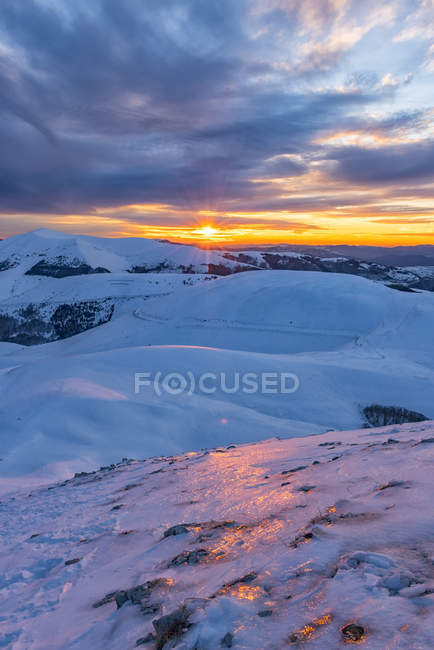 Italy, Umbria, Monti Sibillini National Park, Sunset on Apennines in Winter — Stock Photo
