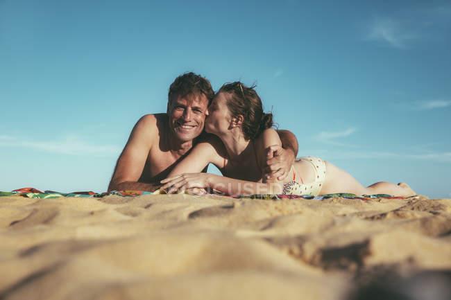 Brazil, Bahia, couple in love lying on the beach — Stock Photo