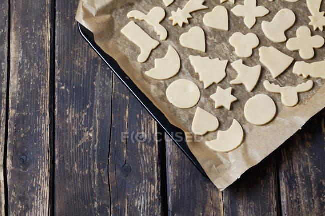 Сырой Рождество печенье выпечки лоток — стоковое фото