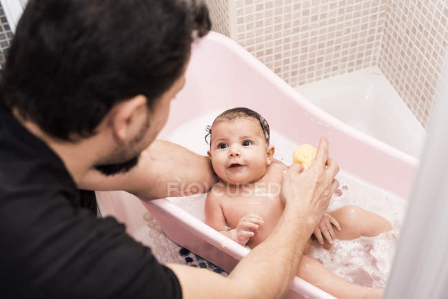 Father bathing little son in a tub — Stock Photo