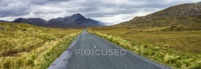 Ireland, empty Country road in Connemara — Stock Photo
