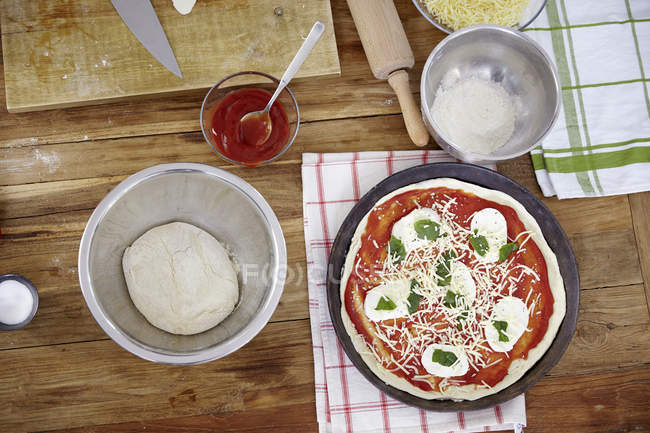Preparing pizza in kitchen — Stock Photo