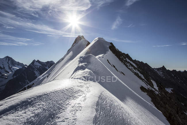 Svizzera, Alpi Pennine, Aletschhorn, alba sulle cime — Foto stock