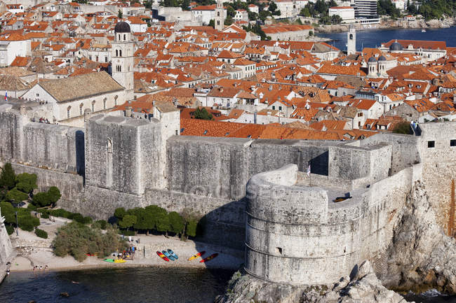 Croatia, Dalmatia, Dubrovnik, Old Town view and medieval city wall fortification in bright sunshine day — Stock Photo