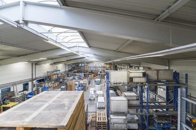 Vuoto corridoio industriale — Foto stock