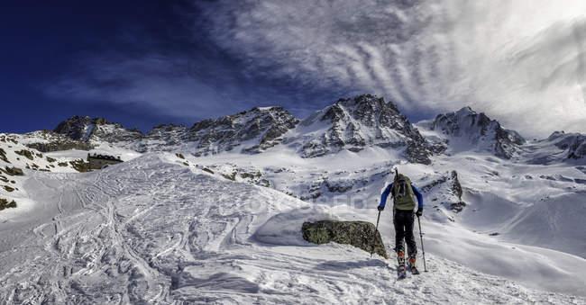 Італія, Gran Paradiso, катання на лижах в Chabod hut — стокове фото