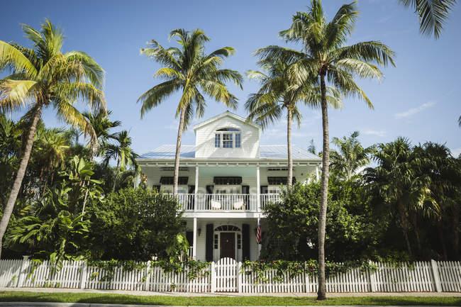 USA, Florida, Key West, casa con le palme — Foto stock
