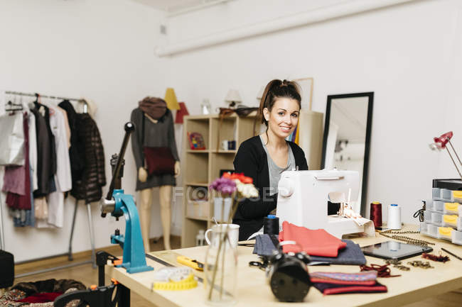 Young fashion designer working in her studio — Stock Photo