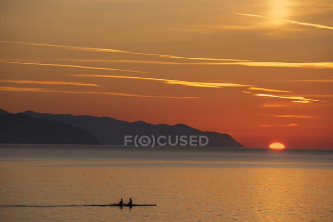 Italy, Liguria, Riviera di Levante, Rapallo seascape at sunset — Stock Photo