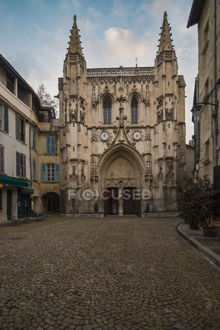 France, Avignon, Eglise Saint-Pierre pendant la journée — Photo de stock