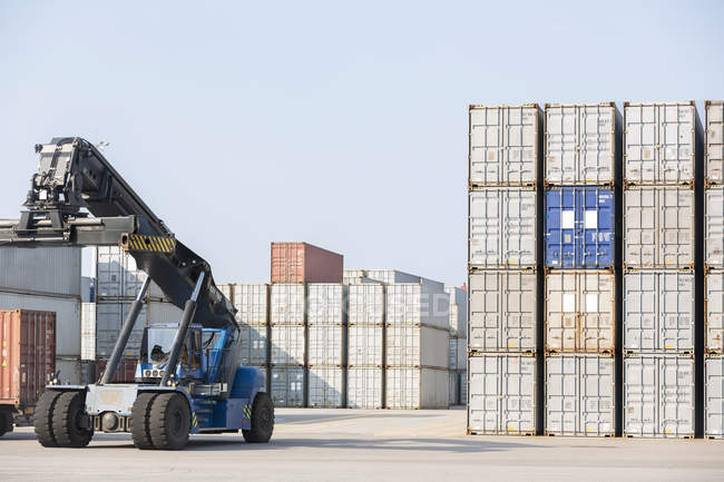 Reach stacker and industrial containers — Stock Photo