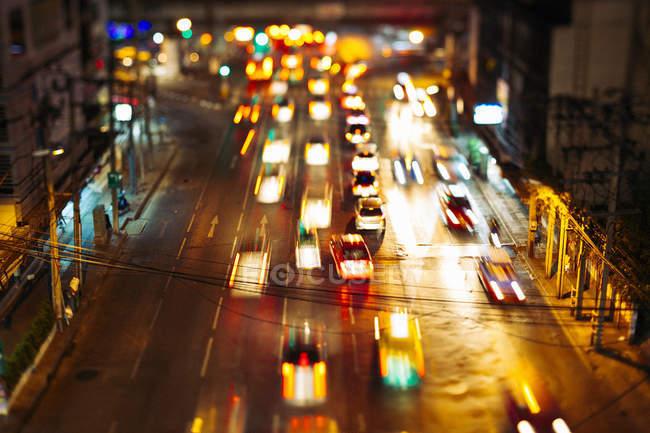 Таїланд, трафік в Бангкок вночі — стокове фото