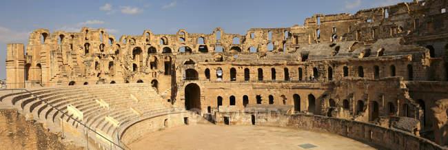 Tunisie, Colisée à El Djem ancien bâtiment — Photo de stock