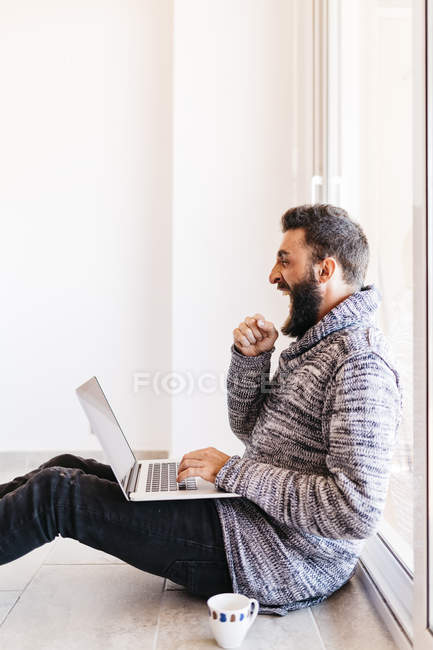 Young man working using laptop — Stock Photo