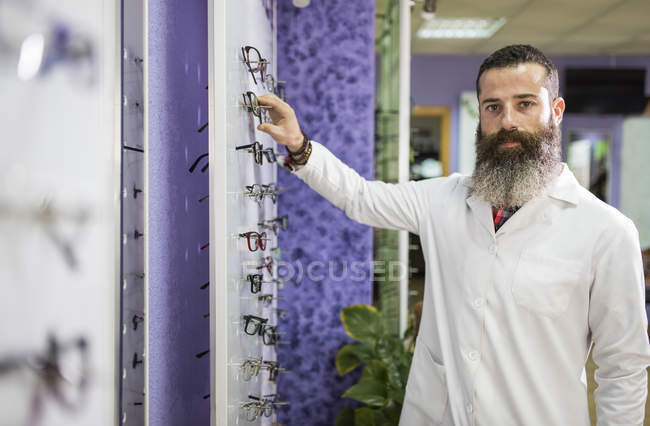 Optometrist standing in store — Stock Photo