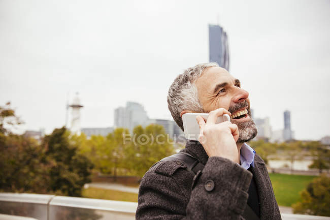 Man telephoning with his smartphone at Donauinsel — Stock Photo