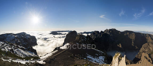 Vista panorâmica de Portugal, Madeira, o Pico do Airero durante o dia — Fotografia de Stock
