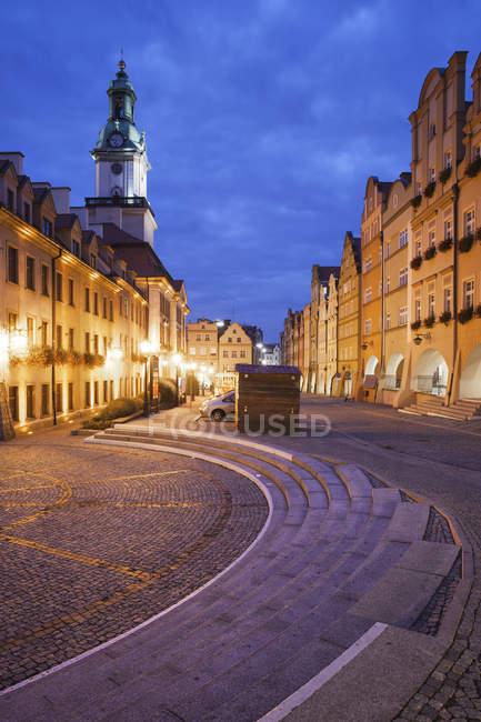 Poland, Lower Silesia, Jelenia Gora, Hirschberg, Old town square at night, historic city centre — Stock Photo